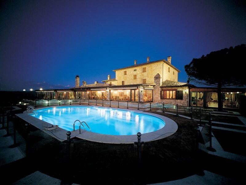 piscina di notte 1 1