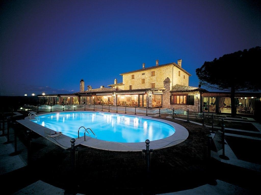 piscina di notte 1
